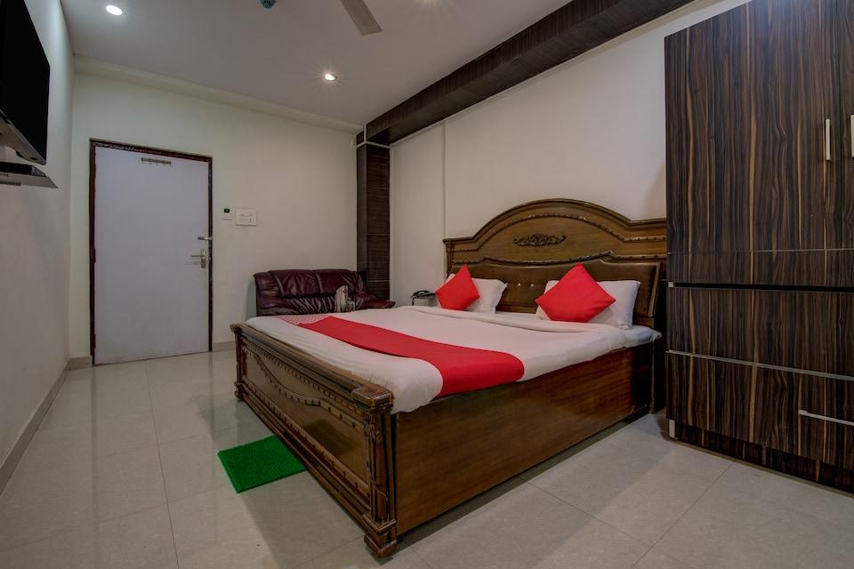 OYO 8976 Hotel Park Street 2