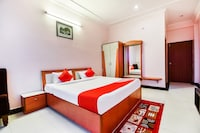 OYO 9143 Hotel Green Lagoon
