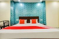 OYO 9040 Hotel Alpine Deluxe