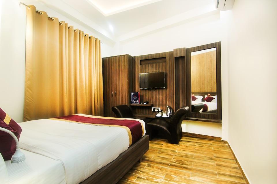 OYO 6844 Hotel Sam Inn
