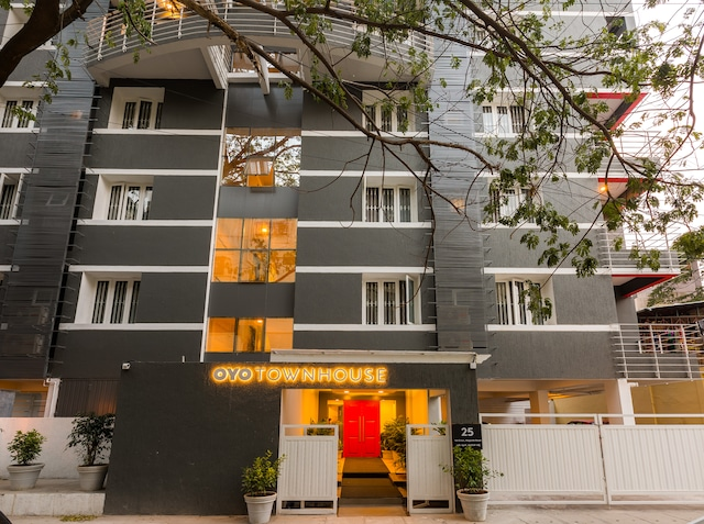 OYO Townhouse 025 Garuda Mall Bangalore