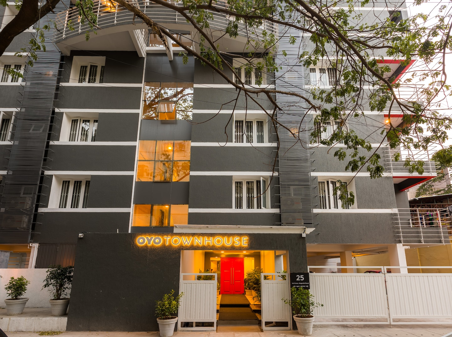 OYO Townhouse 025 Garuda Mall Bangalore -1