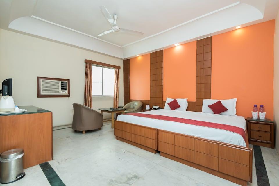 OYO 9182 Kings Crown Hotel