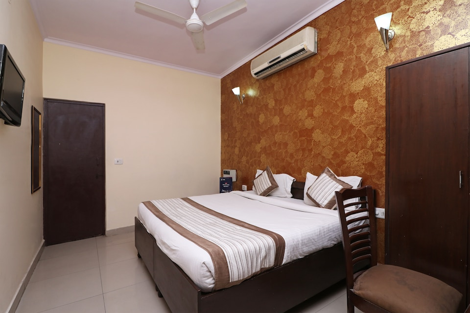 OYO 9148 Hotel Global Inn