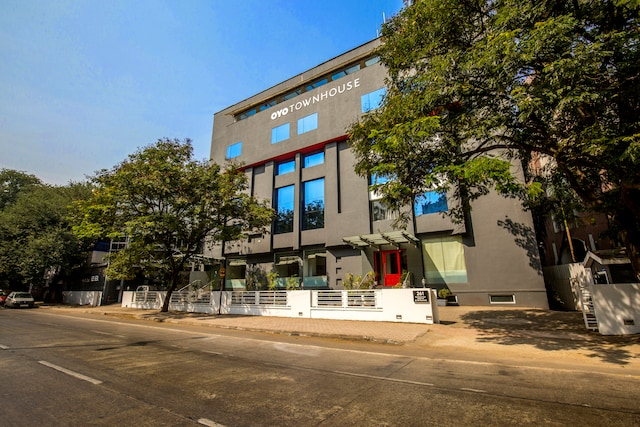 OYO Townhouse 022 Koregaon Park Pune Saver
