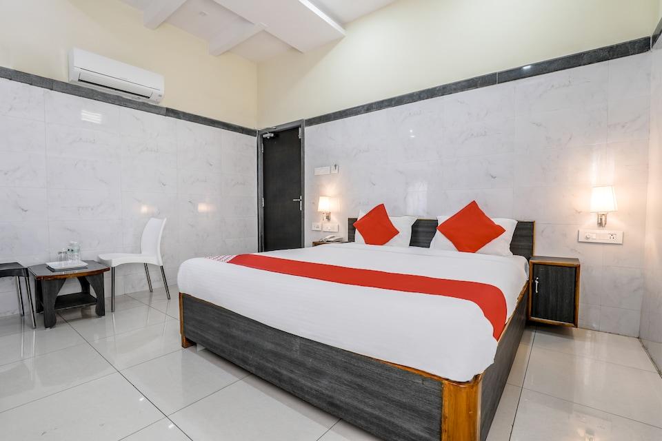 OYO Flagship 9352 Hotel SRC Grand, Governorpet Vijayawada-II, Vijayawada