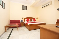 OYO 9585 Hotel Maharaja Palace