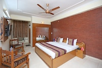 OYO 9554 Hotel Grand Plaza