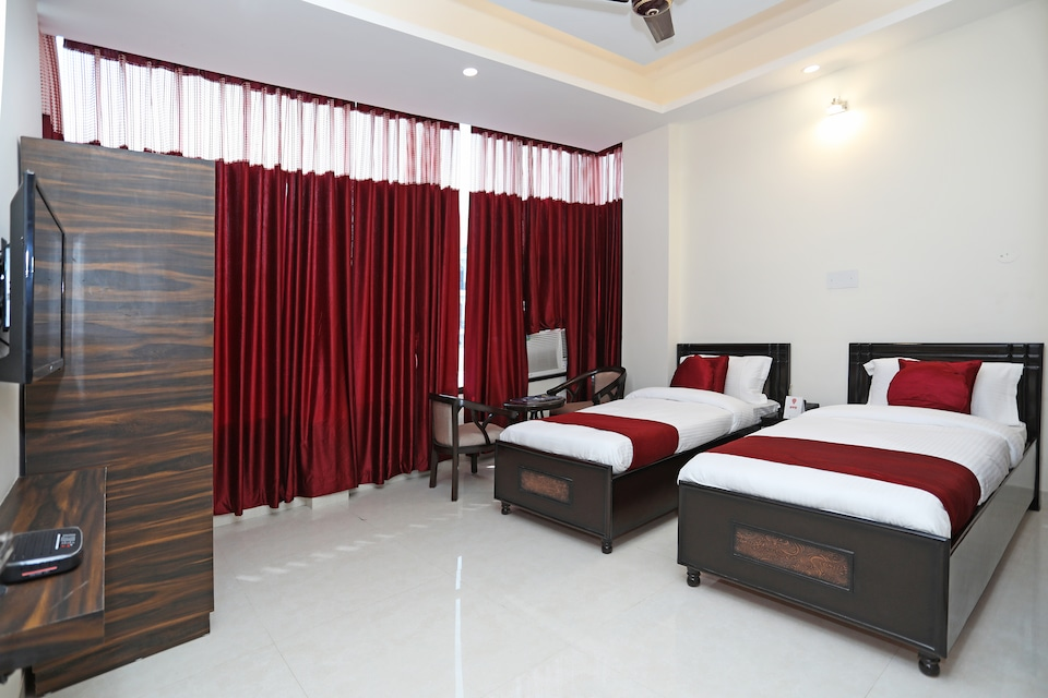 OYO 9275 Hotel Royal Inn