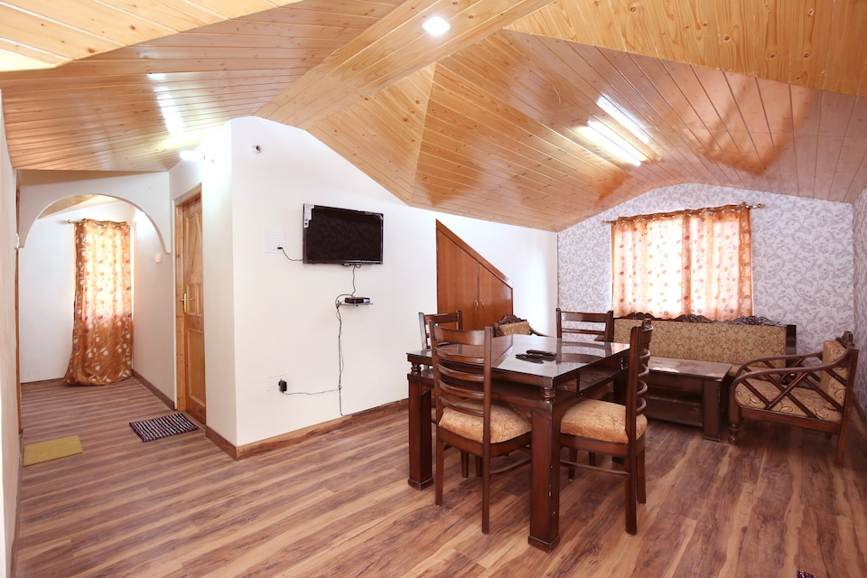 OYO Home 10084 Wooden Cottage 2BHK