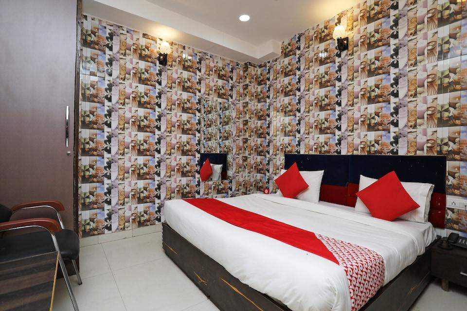 OYO 9271 Hotel Dev Palace