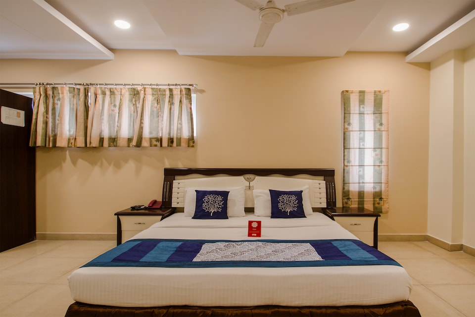 OYO 9707 Hotel Sravya Residency