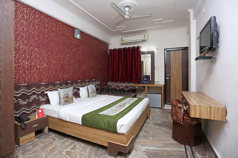 OYO 10961 Indraprasth Residency