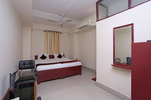 OYO 9562 Hotel Upasana Palace