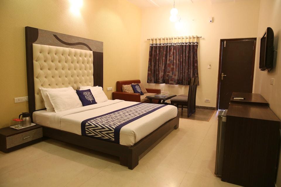 OYO 1304 Hotel Dev Residency