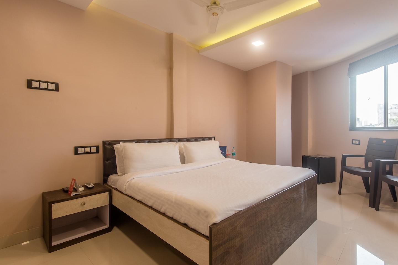 OYO 9748 Hotel Girgaon Palace -1