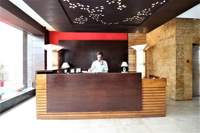 OYO 9580 Hotel Garnet Inn