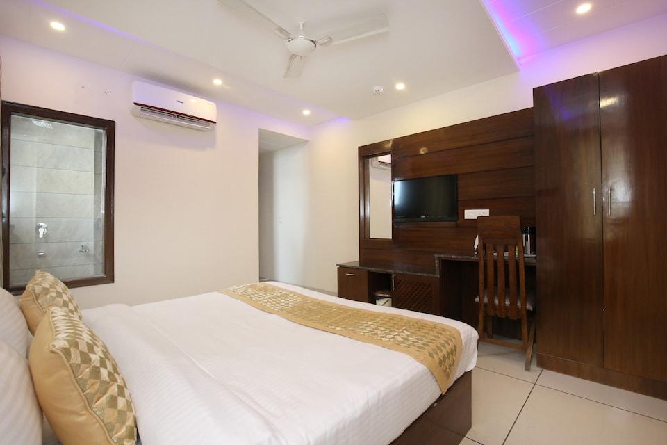 OYO 9420 Hotel Silver Palm