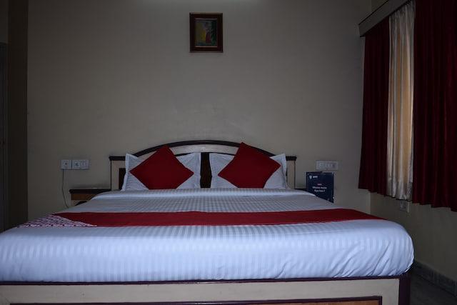 OYO 11415 Hotel Raj Laxmi