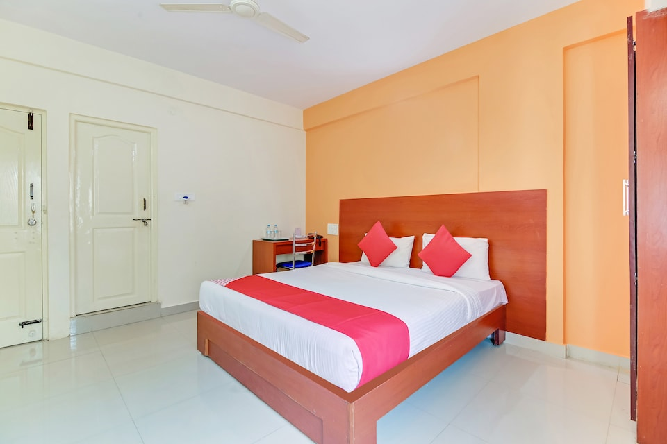 OYO 9653 Ample Premium Suites