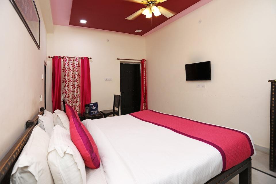 OYO 9933 Hotel Meera Mahal