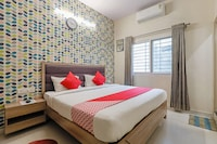 OYO 9605 Hotel Golden Inn