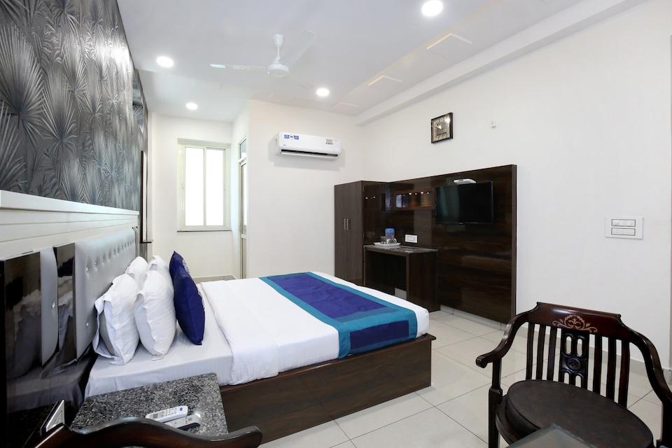 OYO 9674 Hotel OBR