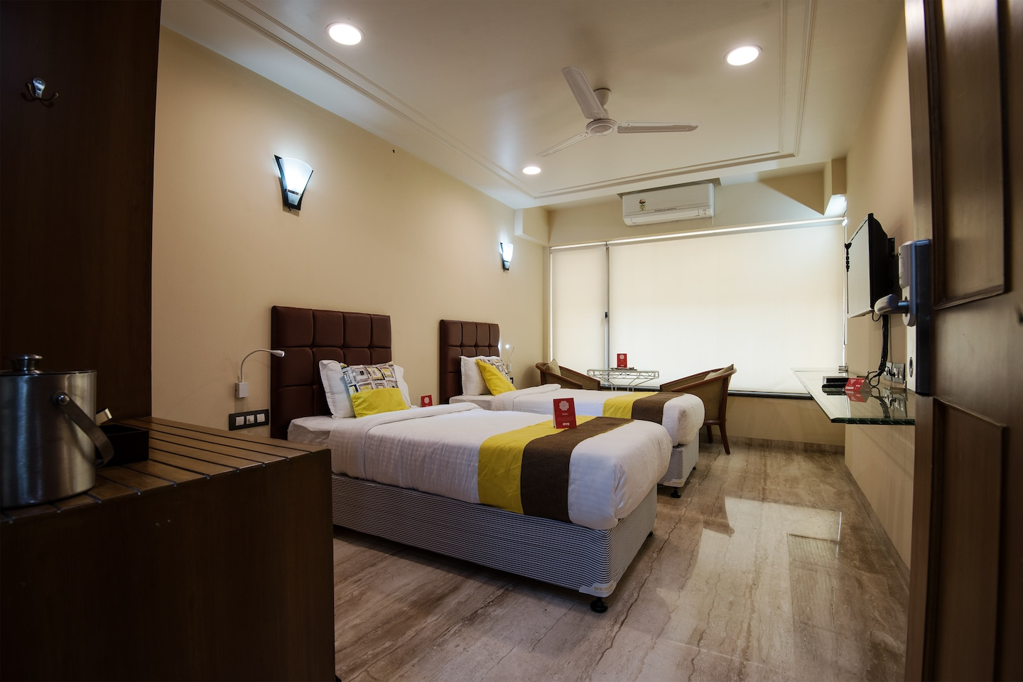 OYO 9721 Hotel SR Rooms Room-1