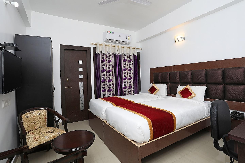 OYO 9675 Hotel Galaxy -1