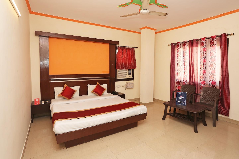 OYO 9726 Hotel Aura Palace Deluxe -1