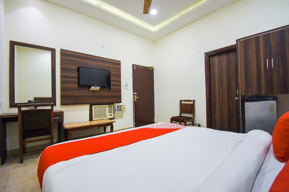 OYO 9727 Hotel Welcome Inn 2