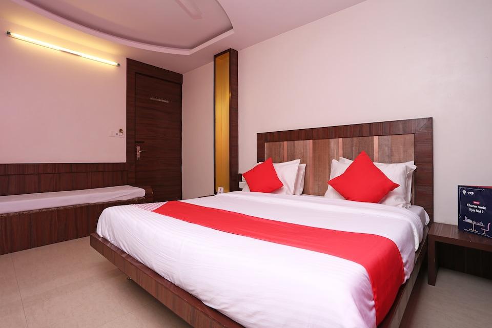 OYO 10733 Hotel Kingdom of Sai, Temple Area Shirdi, Shirdi