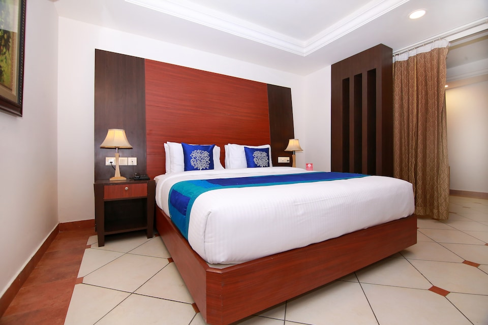 Capital O 9954 Urban House Emarald Suites