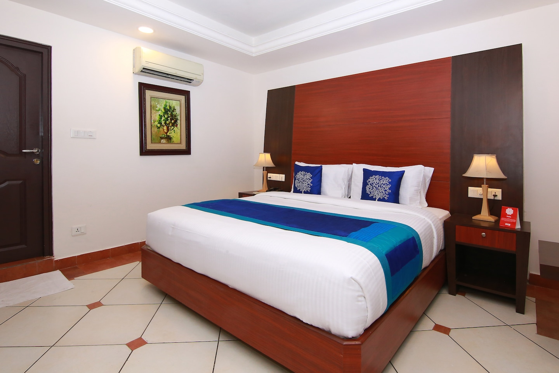Capital O 9954 Emarald Hotel -1