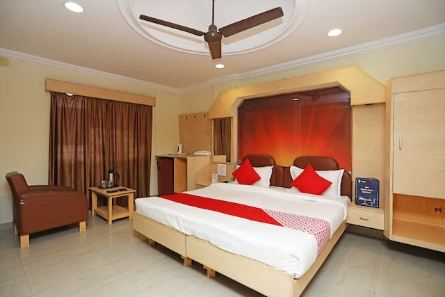 OYO 18871 Hotel Giriraj