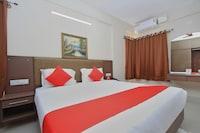 OYO 10379 Hotel Varcity Sapphire