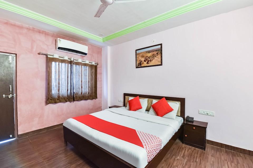 OYO 9984 Hotel Shiv Sagat