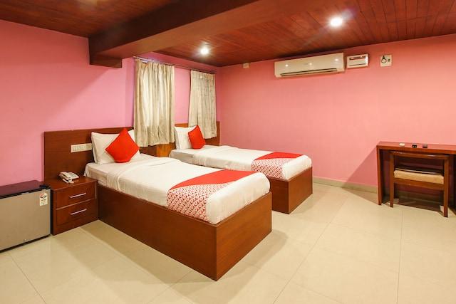 OYO 382 Madhura Inn Deluxe