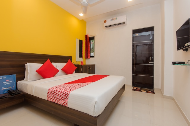 OYO 11498 Hotel Bliss Executive