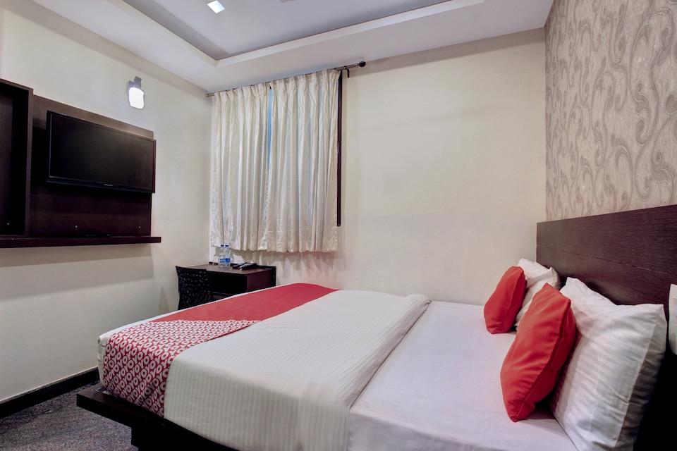 OYO 11414 Hotel Silver Suites