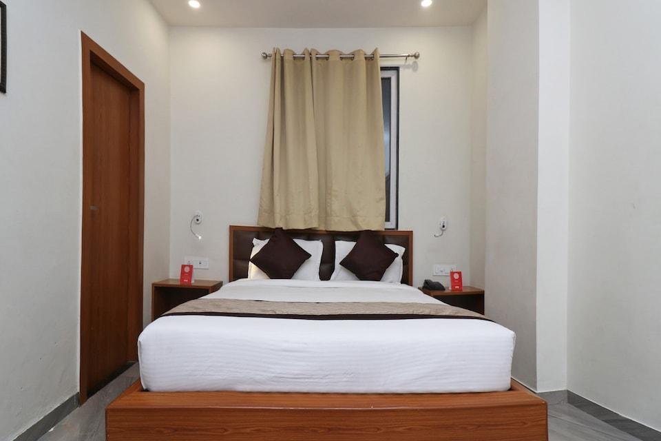Capital O 10148 Hotel Paras Royale