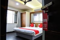 OYO 10677 Hotel Monarch Guestline