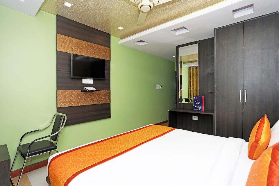 OYO 10328 Hotel Sanjay Palace