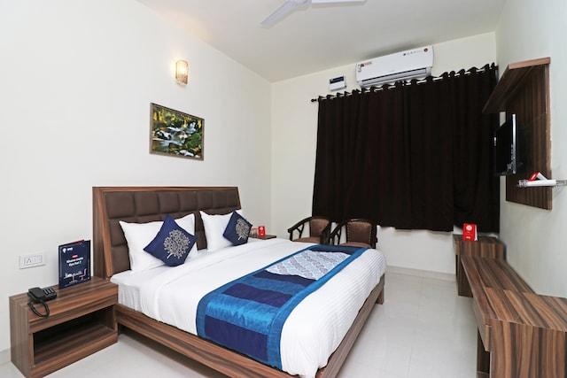 OYO 10213 Hotel Panache