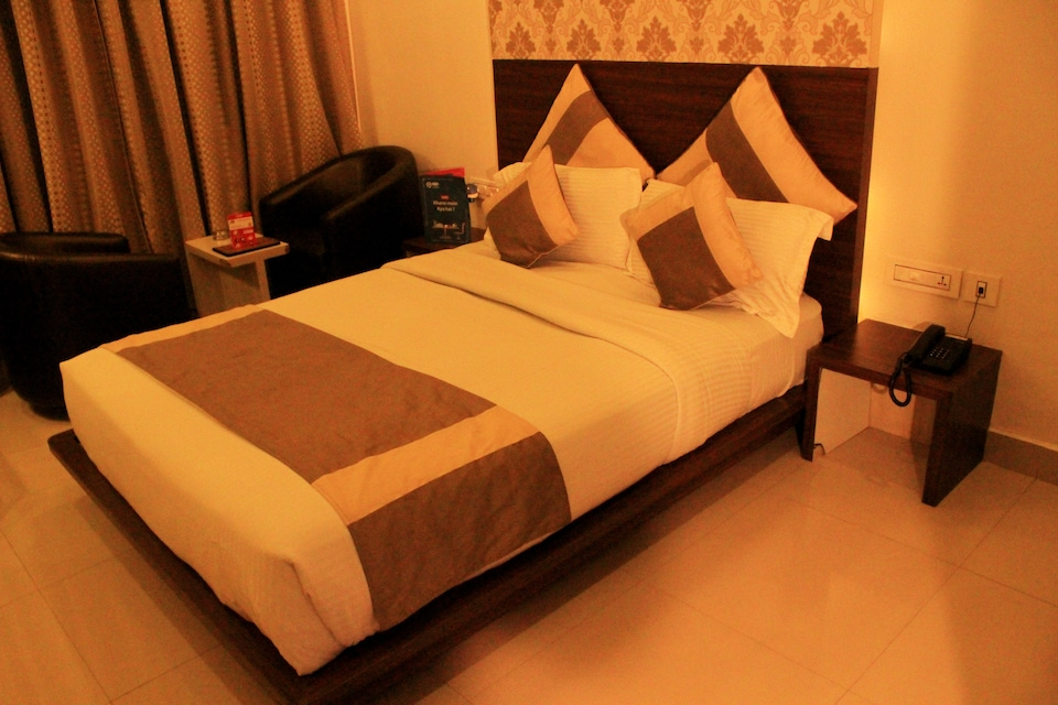 OYO 1390 Hotel Aishwarya Suites