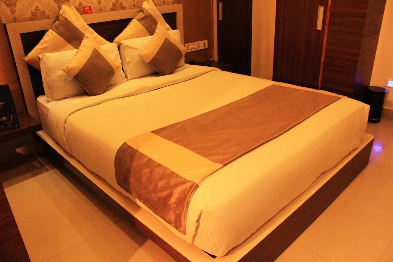 OYO 1390 Hotel Aishwarya Suites -1
