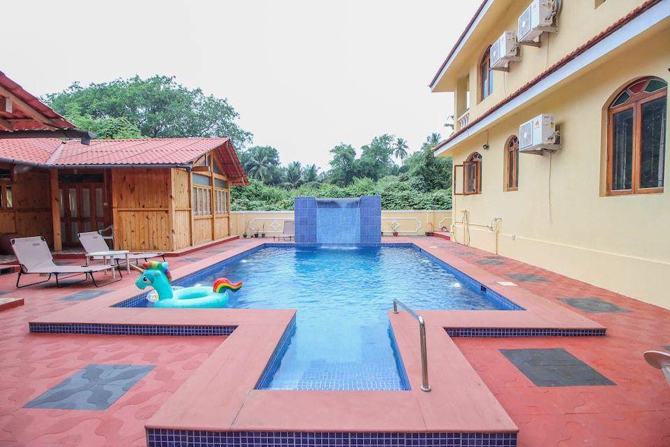 OYO 10723 Pool View Studio