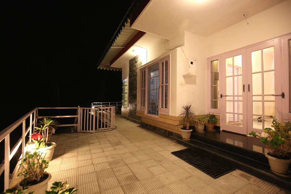 OYO Home 10097 Luxury Cottage