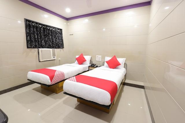 OYO 10697 Hotel Suraj Inn