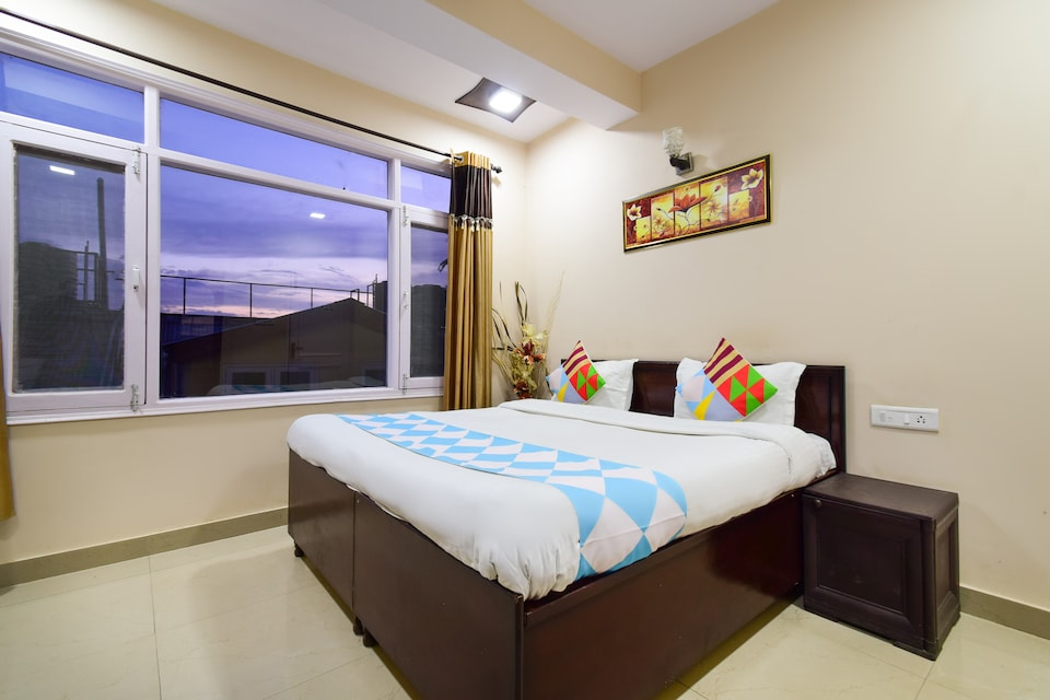 OYO Home 10839 Cozy Stay Sam Villa Kanlog